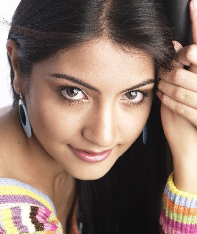 http://bollycorner.files.wordpress.com/2009/08/anushka-sharma_0.jpg