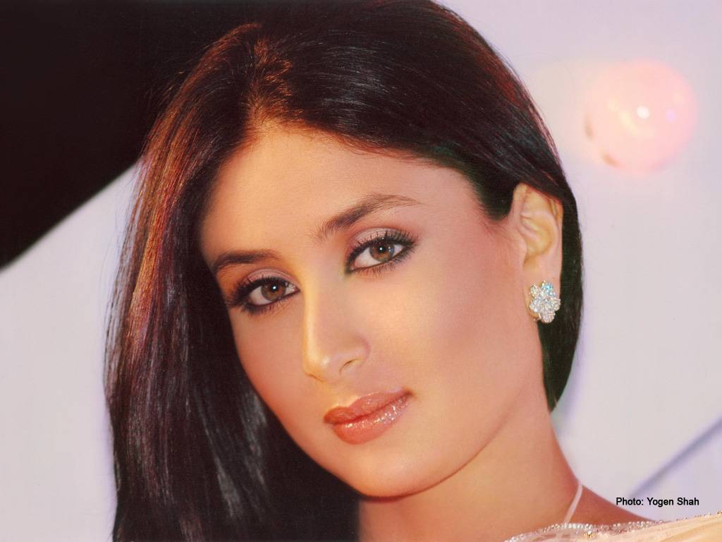 http://bollycorner.files.wordpress.com/2009/08/kareena_kapoor_23_1024x768.jpg